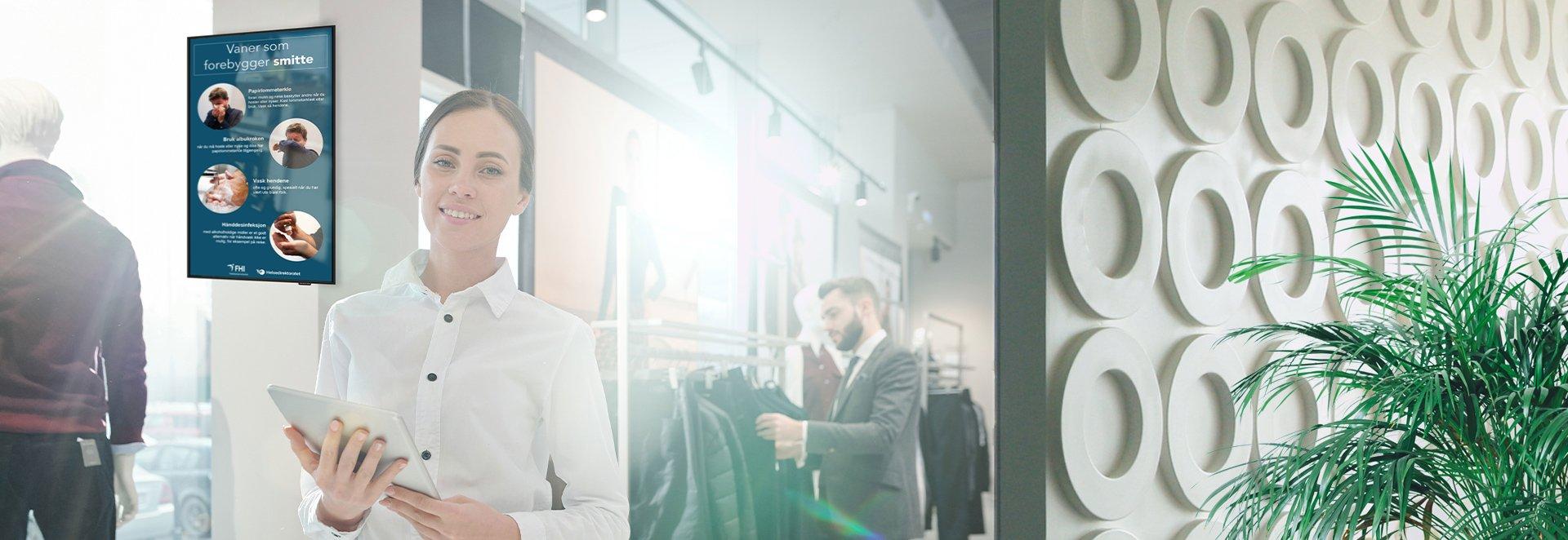 Infoskjerm-om-smitteverntiltak-garderobe